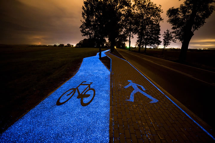 piste-cyclable-lumineuse-bleue-1