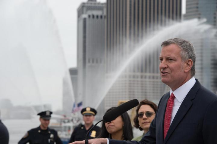 Le maire de la ville de New York confirme le plan de la ville pour mener à bien les engagements de l'accord climatique de Paris